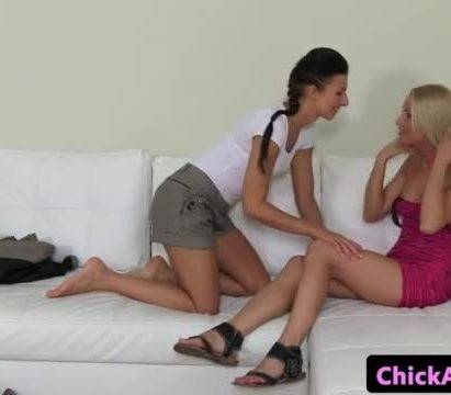 Lesbo casting agent strapon fucks her client
